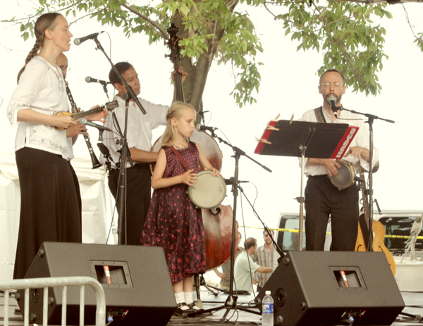 Image of Ensemble M'chaiya (tm) at the Evanston Ethnic Festival © 2005 Modal Music, Inc. (tm) All rights reserved.